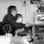 Có cần thiết phải che tivi khi không sử dụng?