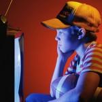 Tác hại khi trẻ xem tivi quá lâu