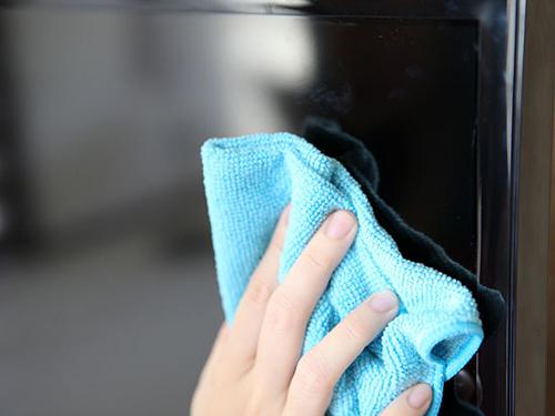 Mẹo nhỏ giúp bạn giữ màn hình tivi luôn sạch5